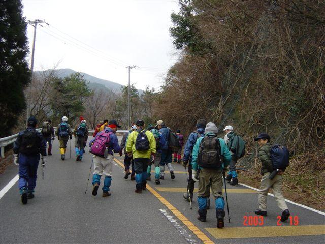 裏道登山口までスカイラインを歩く